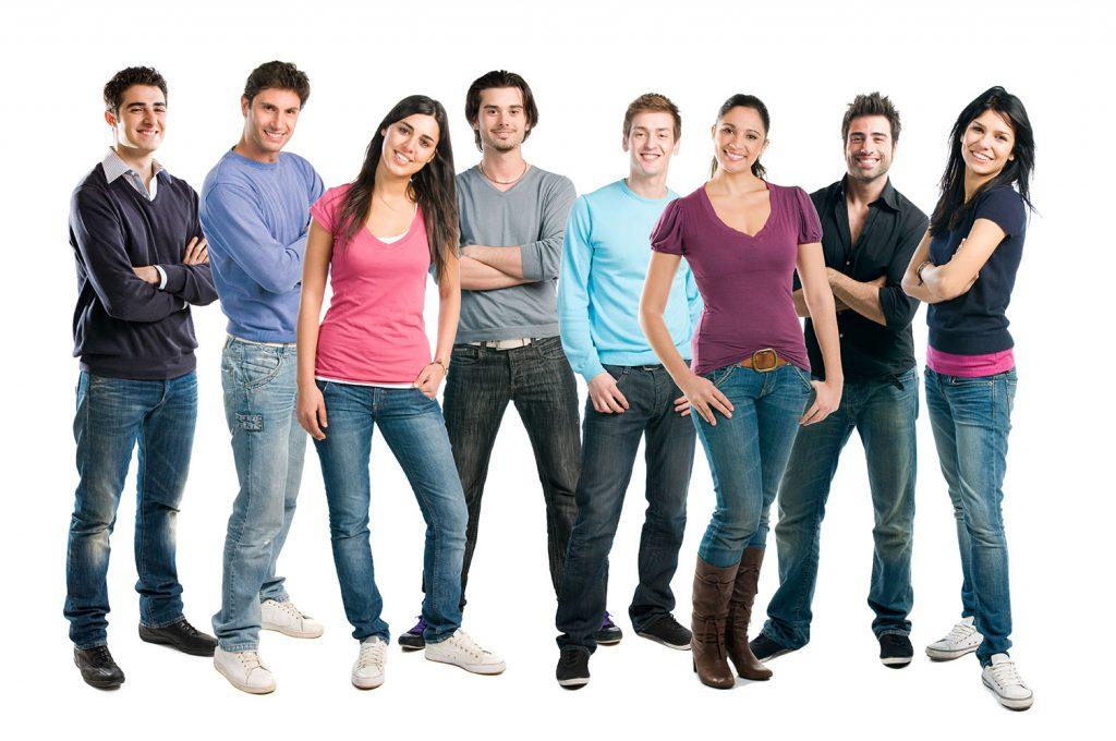 Un groupe de jeunes assistants d'événements